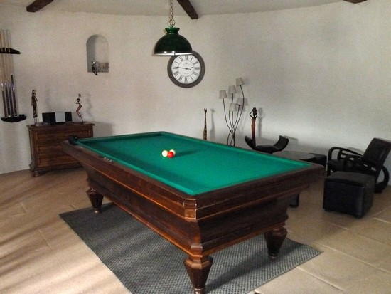 pigeonnier du xiv me et sa salle de billard fran ais. Black Bedroom Furniture Sets. Home Design Ideas
