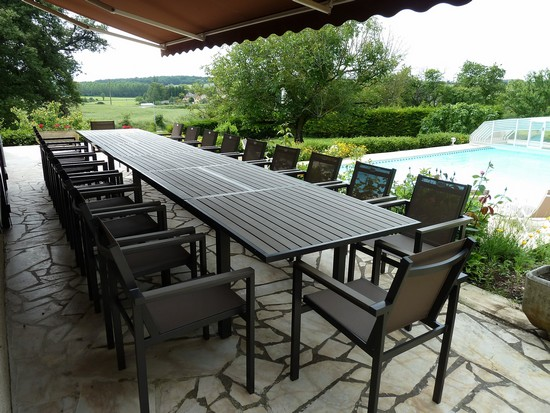 Domaine de charme avec piscine pour 20 personnes for Table 20 personnes