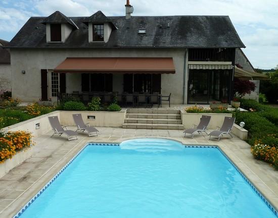 Domaine de charme avec piscine pour 20 personnes for Piscine avec terrasse playmobil